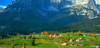 https://www.dubailinktours.com/sites/default/files/imagecache/node-gallery-display/Tyrol-Austria-austria-31748795-1600-1200.jpg